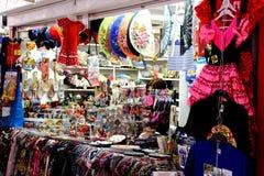 Sale av souvenir som är typiska av Spanien royaltyfria bilder