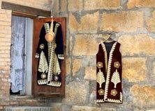 Sale av tappningkläder i gatan Royaltyfria Bilder
