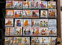 Sale av turist- keramiska tegelplattor i Besalu Royaltyfria Bilder