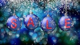Sale baner på blåa julbollar med den runda snöflingan på bokehbakgrund 4K lager videofilmer