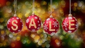 Sale baner på röda julbollar med den runda snöflingan på guld- bokehbakgrund 4K lager videofilmer