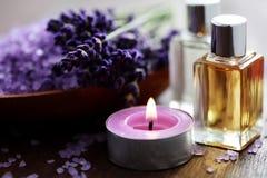 Sale di bagno della lavanda ed olio di massaggio Immagini Stock