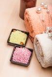 Sale e tovaglioli colorati del mare per la stazione termale Fotografia Stock