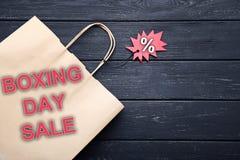 Sale etikett och shoppingpåse Arkivfoto