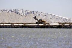 Sale marino di funzionamento Aigues-Mortes salino del sito Fotografie Stock