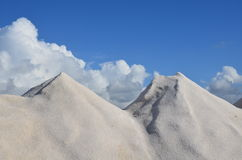 Sale marino sul fondo del cielo blu Fotografie Stock