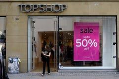 50% SALE PÅ TOPSHP Arkivfoto