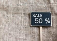 Sale 50 procent teckning på svart tavla Fotografering för Bildbyråer
