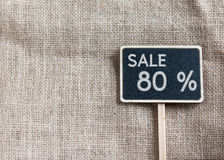Sale 80 procent teckning på svart tavla Arkivfoton