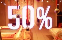Sale shoppar fönstret Arkivfoto