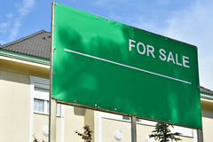 For sale sign in front of a building. In the city Royalty Free Stock Photography