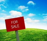 For sale sign on grass Royalty Free Stock Photography