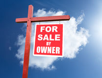 For Sale sign for home in front of blue sky Royalty Free Stock Photos