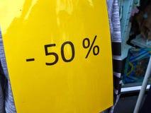 Sale tecken 50% av priset Royaltyfri Bild