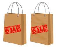Sale tecken på kraft som shoppar pappers- påsar Royaltyfria Bilder