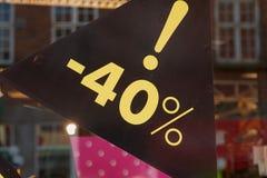 Sale tecken 40 procent av priset Royaltyfri Foto