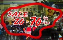 Sale 20 till 70 procent befordranetikett Arkivfoton