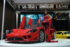 Saleen S7, den toppna körningen, röd härlig bil modellerar Arkivfoto
