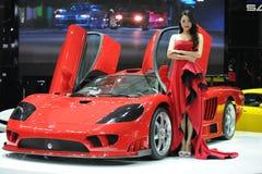 Saleen S7, den toppna körningen, röd härlig bil modellerar Royaltyfri Foto