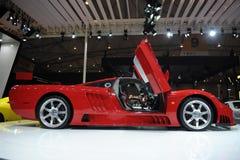 Saleen S7, toppen körning som är röd Arkivfoto