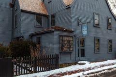 Salem, los E.E.U.U. 3 de marzo de 2019: La casa del museo de siete aguilones en Salem, Massachusetts que inspiró la novela del am imágenes de archivo libres de regalías