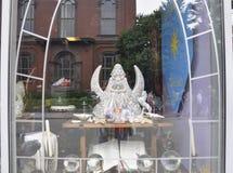Salem, mA, le 1er juin : Le centre ville de fenêtre de boutique de souvenirs de Salem dans l'état du comté d'Essex Massachusettes Images stock