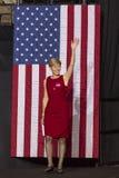 SALEM, NC - PAŹDZIERNIK 27, 2016: Demokratyczny USA Senacki kandydat Deborah Ross Pólnocna Karolina przedstawia Hillary Clinton i zdjęcie stock