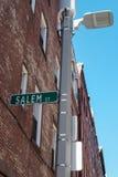 Salem Street tecken som ses i i stadens centrum Boston, MOR, USA arkivfoton
