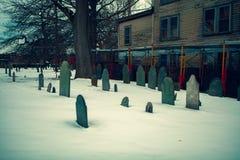 Salem, USA 3. März 2019: Der Begräbnispunkt-Kirchhof, alias der Charter-Straßen-Kirchhof, geht bis 1637 mindestens zurück A stockbild