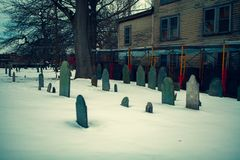 Salem USA marscherar 03, 2019: Den begrava punktkyrkogården, också som är bekant som chartergatakyrkogård, daterar tillbaka till  fotografering för bildbyråer