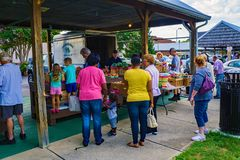 Shoppers at the Salem Farmers Market royalty free stock image