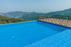 Salem, Yercaud, Inde, le 29 avril 2017 : piscine sur une station de colline photographie stock