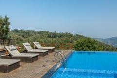 Salem, Yercaud, India, Kwiecień 29 2017: pływacki basen na górze wzgórze staci zdjęcia royalty free