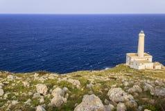 Salento海岸:奥特朗托海角Palasca灯塔在普利亚,意大利 库存图片