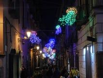 Salerno - Kwallen van gekleurde lichten in de stegen stock fotografie