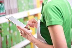Sales clerk using tablet Royalty Free Stock Images