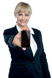 Sales executive displaying brand new multimedia phone Royalty Free Stock Image