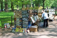 Sales of paintings and signs in Central Park Royalty Free Stock Images