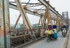 Salesmans na ponte longa de Bien - inverno 2018 de Hanoi Imagens de Stock Royalty Free