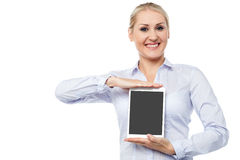 Saleswoman presenting touch pad device Royalty Free Stock Photo