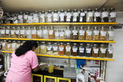 Saleswoman on a spices shop of Mumbai Royalty Free Stock Photography