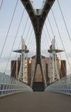 salford quays тысячелетия моста стоковое фото