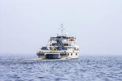 Salga del puerto de Baku en el ` de Behbudov del reshid del ` del buque del mar Caspio, la República de Azerbaijan, el 15 de marz fotos de archivo libres de regalías
