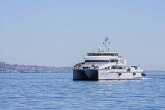Salga del puerto de Baku en el ` de Behbudov del reshid del ` del buque del mar Caspio, la República de Azerbaijan, el 29 de marz fotos de archivo