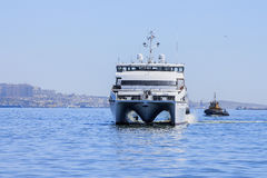 Salga del puerto de Baku en el ` de Behbudov del reshid del ` del buque del mar Caspio, la República de Azerbaijan, el 29 de marz fotografía de archivo libre de regalías