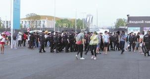 Salga el estadio y la policía almacen de metraje de vídeo