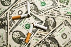 Salga el fumar y salve el dinero Fotos de archivo