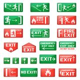 Salga la muestra de la salida de emergencia del vector y el punto de la salida de incendios con las flechas verdes para la evacua Fotos de archivo libres de regalías