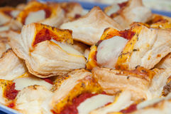 Salgado, pizza, com mozzarella Imagens de Stock Royalty Free
