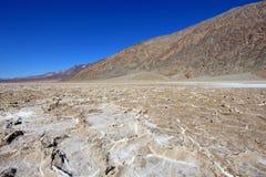 Salgue planos na bacia de Badwater, parque nacional de Vale da Morte, EUA Fotografia de Stock Royalty Free